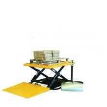 Matalarakenteinen nostopöytä rampilla 1450x1140 mm/1000 kg